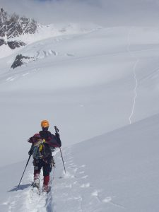 Snowshoeing in a hilly terrain maximizes exercise benefits
